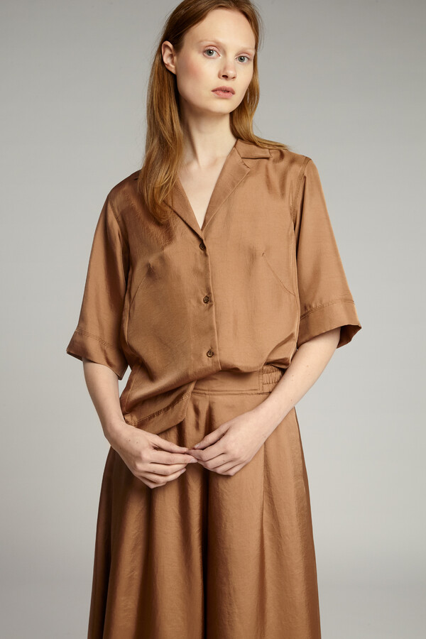 SHORT SLEEVE NOTCH SHIRT CARAMEL