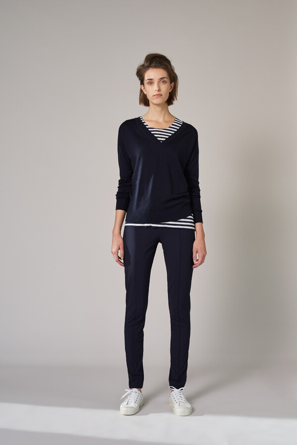 SOFT MERINO V-NECK KNIT INK BLUE