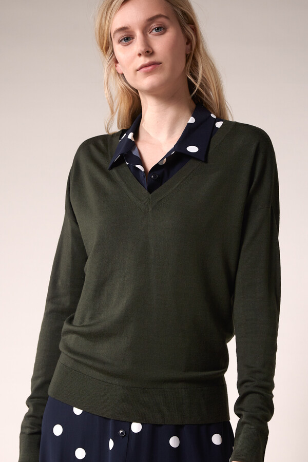 SOFT MERINO V-NECK KNIT GREEN