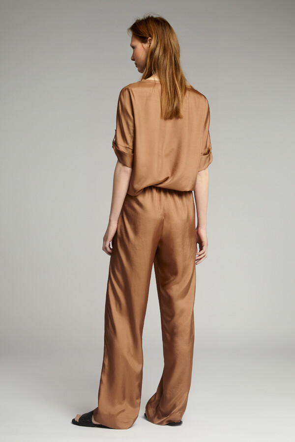 RELAXED SILKY TOP CARAMEL